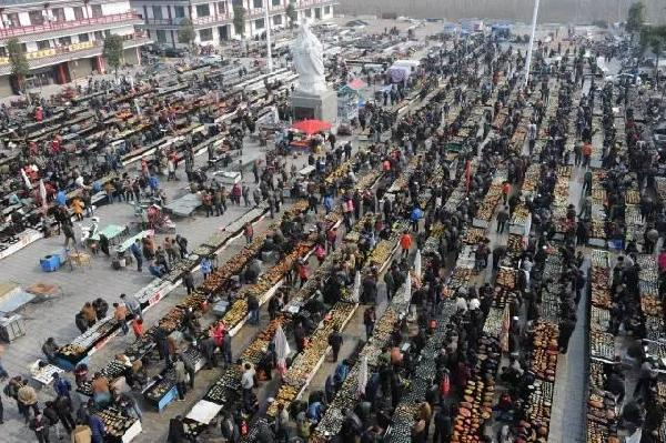 图说:镇平传统的玉石批发市场.jpg