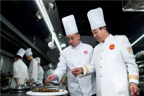 阿庄代表豫菜文化传承在京领奖